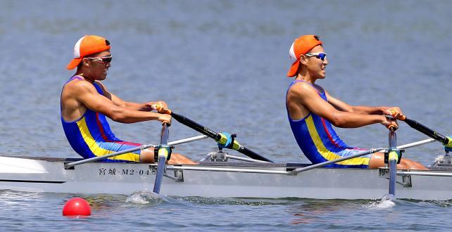 ボート男子ダブルスカルで3位になった今治西の選手たち ©読売新聞社