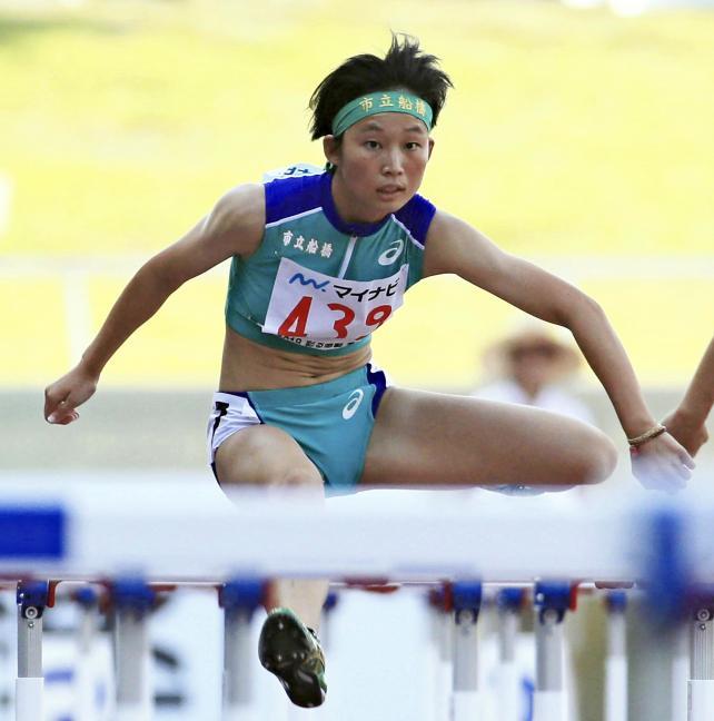 陸上女子100メートル障害で優勝した市船橋の小林歩未 ©読売新聞社