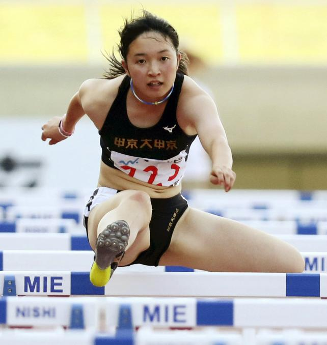 陸上女子100メートル障害で2位になった中京大中京の安達楓恋 ©読売新聞社