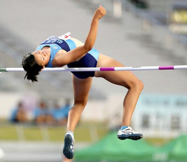陸上女子走り高跳びで3位になった弘前実の奥沢海砂 ©読売新聞社