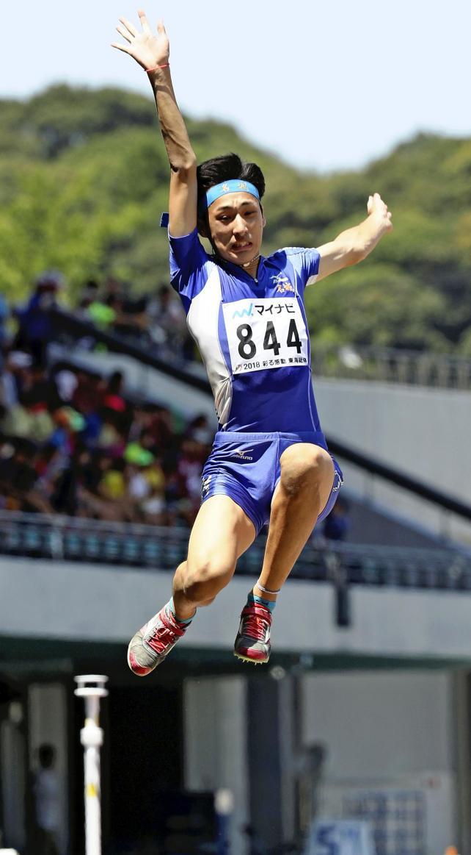陸上男子走り幅跳びで3位になった名城大付の中野裕仁 ©読売新聞社