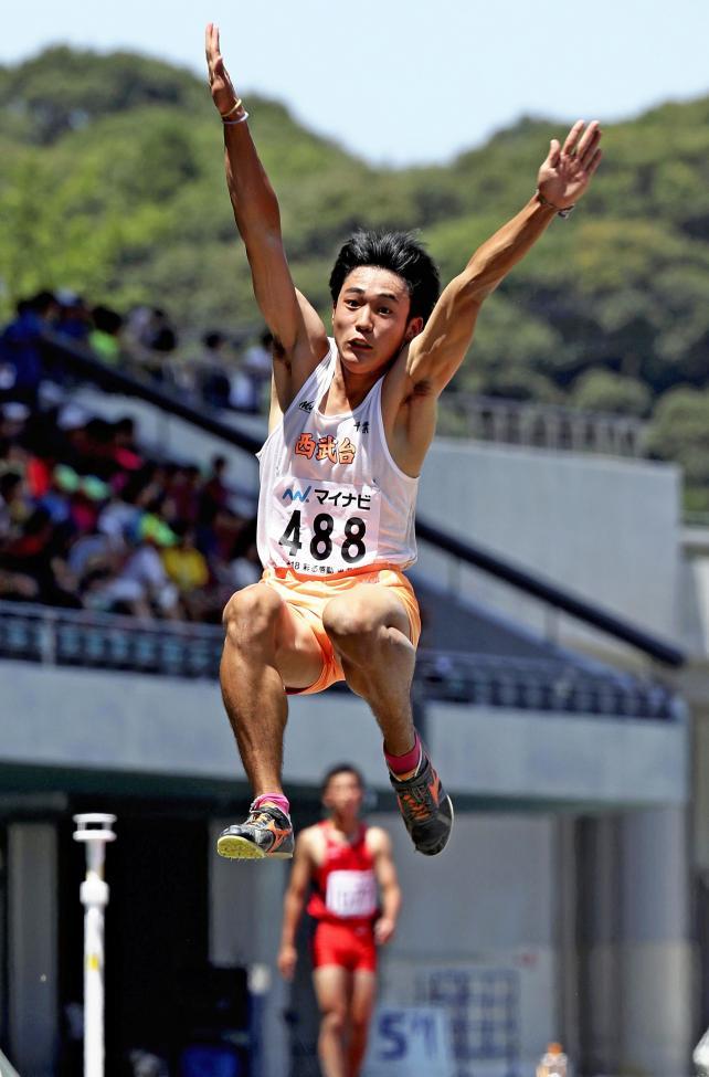 陸上男子走り幅跳びで優勝した西武台千葉の海鋒泰輝 ©読売新聞社