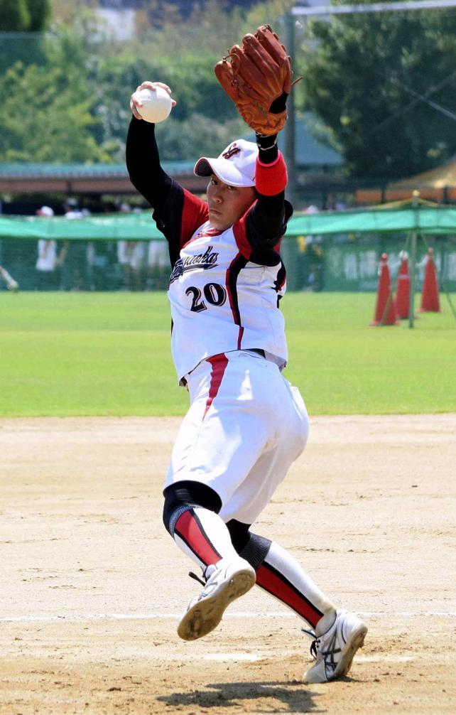 ソフトボール女子、1回戦で好投をみせた清水ケ丘の水戸川麻優 ©読売新聞社