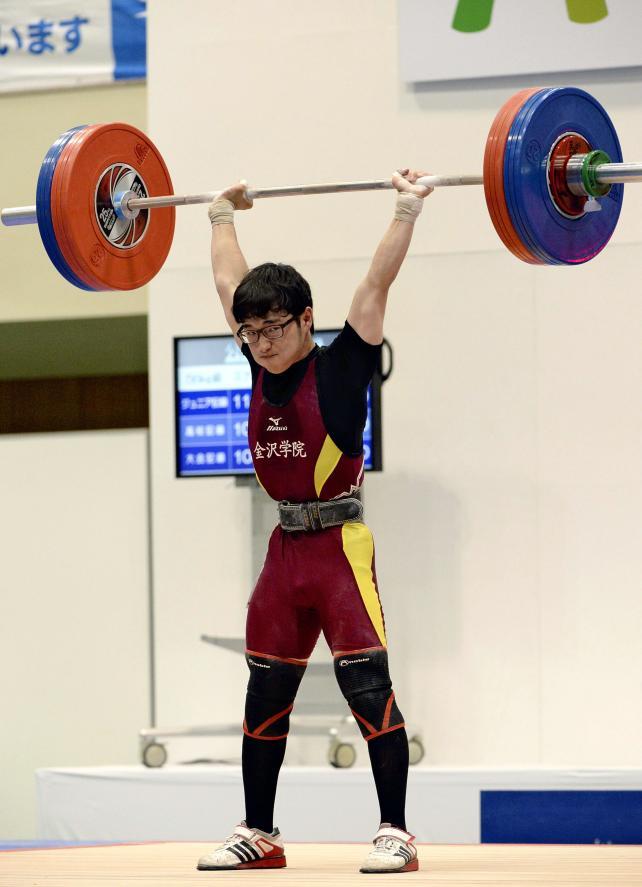 重量挙げ56キロ級で3位と健闘した金沢学院の宮下一心 ©読売新聞社