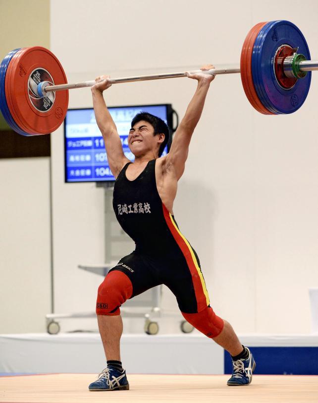 重量挙げ56キロ級で準優勝した尼崎工の大西裕也 ©読売新聞社