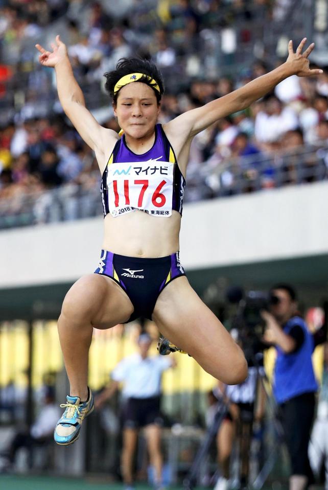 陸上女子走り幅跳びで2位になった松山北の河添千秋 ©読売新聞社