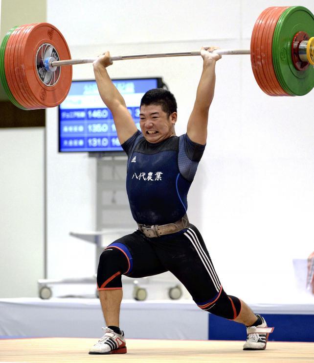 重量挙げ77キロ級で優勝した八代農の水口雅基 ©読売新聞社