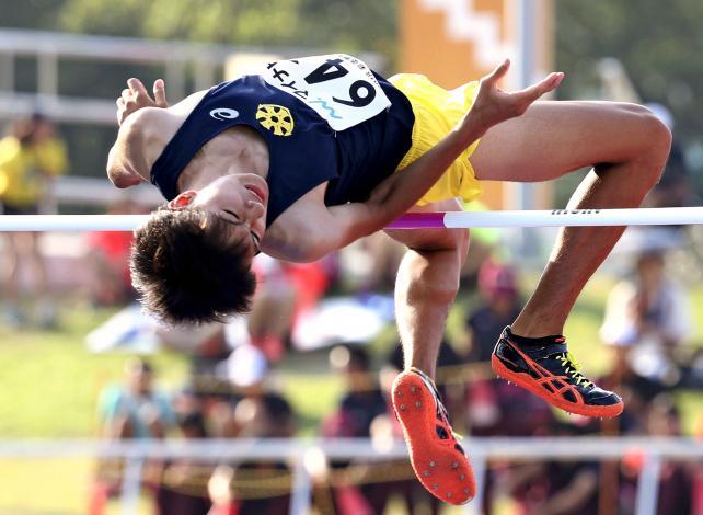 陸上男子走り高跳びで3位になった新潟南の土井颯馬 ©読売新聞社