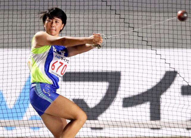 陸上女子ハンマー投げで優勝した敦賀の渡辺ももこ ©読売新聞社
