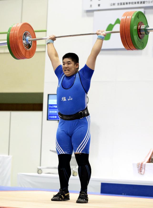 重量挙げ105キロ超級で優勝した塩山の村田優希 ©読売新聞社