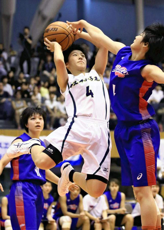 バスケットボール女子決勝、シュートを放つ岐阜女の池田沙紀 ©読売新聞社