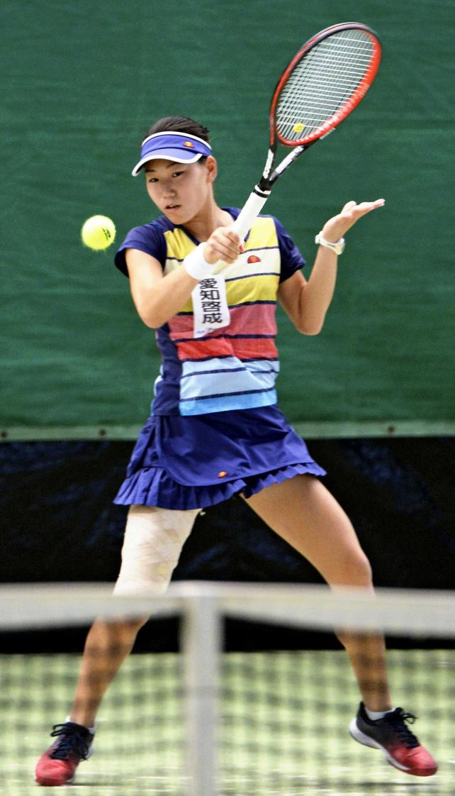 テニス女子シングルスで優勝した愛知啓成の阿部宏美 ©読売新聞社