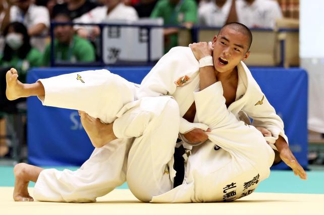 柔道男子60キロ級で優勝した佐賀工の近藤隼斗 ©読売新聞社