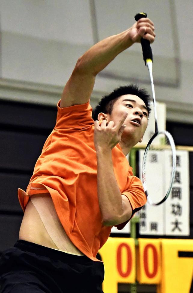 バドミントン男子シングルスで優勝した埼玉栄の緑川大輝 ©読売新聞社