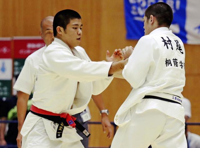 柔道男子90キロ級で3位になった西日本短大付の安部光太(左) ©読売新聞社