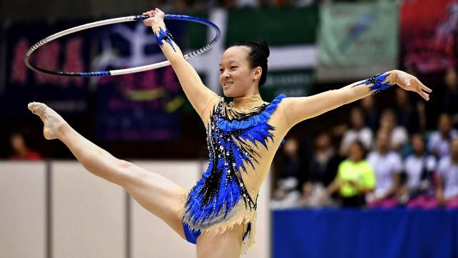 新体操女子個人、フープで華麗な演技を見せる富岡西の松坂玲奈 ©読売新聞社