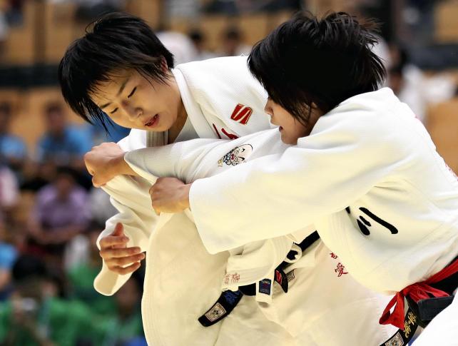 柔道女子団体で準優勝した敬愛の多田純菜(左) ©読売新聞社