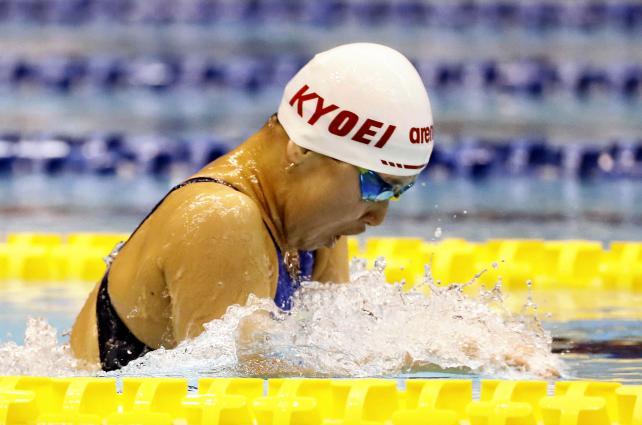 競泳女子200メートル平泳ぎで優勝した春日部共栄の井坂友紀 ©読売新聞社