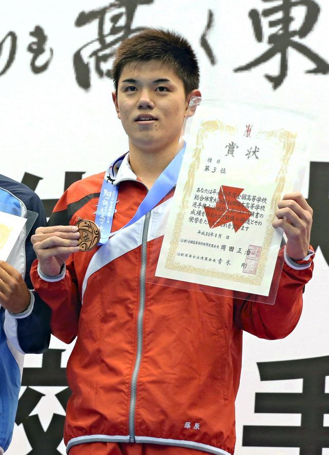 競泳男子200メートル個人メドレーで3位になった東福岡の藤原育大 ©読売新聞社