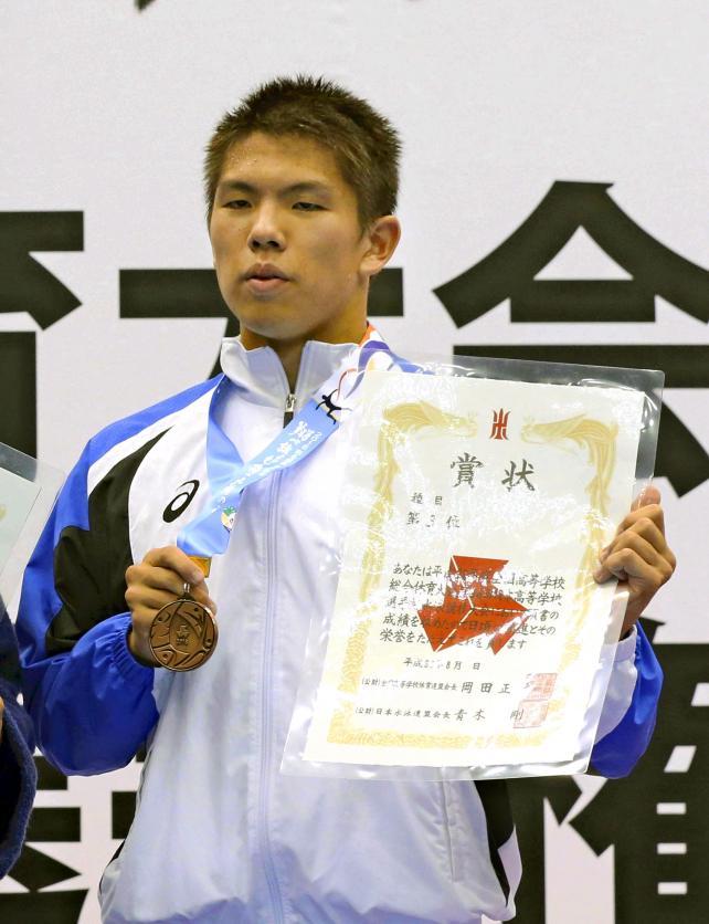 競泳男子100メートル背泳ぎで3位になった高崎の三浦玲央 ©読売新聞社