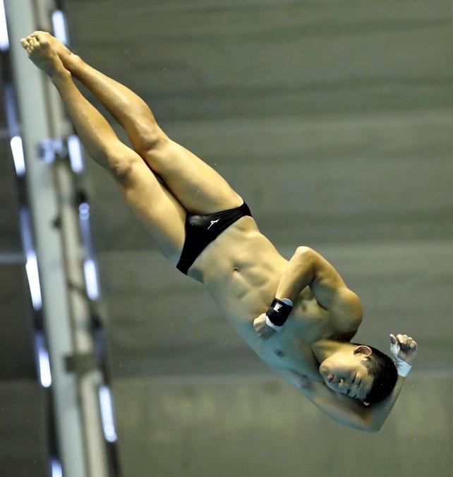 男子飛び板飛び込みで8位入賞した新居の竹下颯人 ©読売新聞社