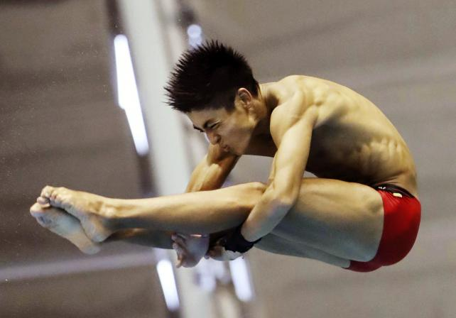男子飛び板飛び込みで3位になった青山学院の金子舜汰 ©読売新聞社