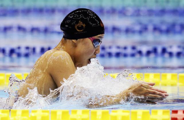 競泳女子100メートル平泳ぎで優勝した豊川の今井月 ©読売新聞社