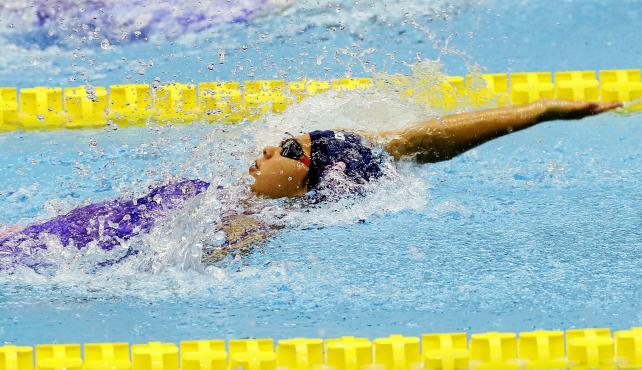 競泳女子200メートル背泳ぎで3位になった新田の秀野由光 ©読売新聞社