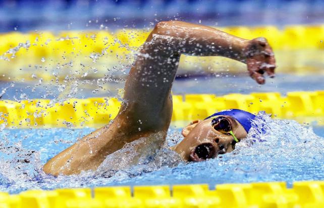 競泳女子400メートル個人メドレーで優勝した近大付の小嶋美紅 ©読売新聞社
