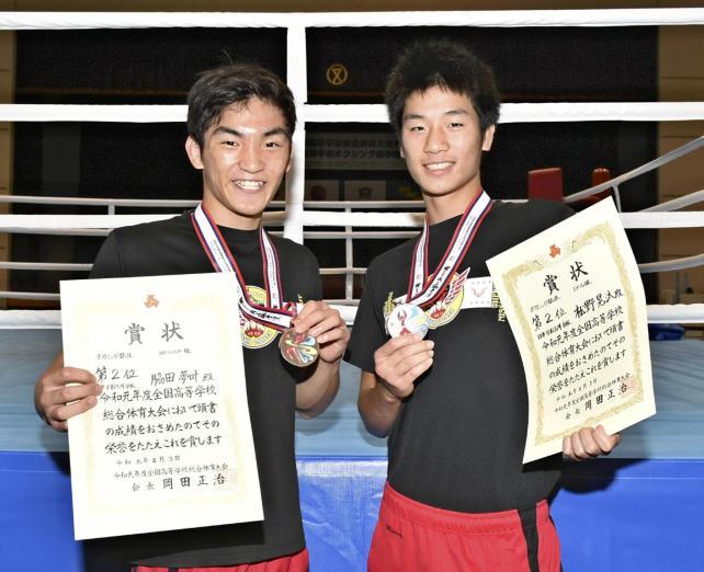 ボクシング それぞれ2位となった脇田主将(左)と松野選手