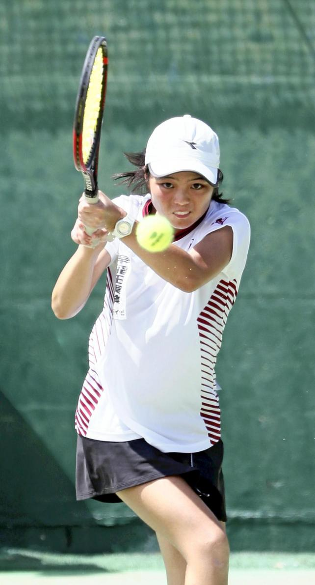 テニス女子団体に出場し、優勝に貢献した早稲田実の河野瑞生選手