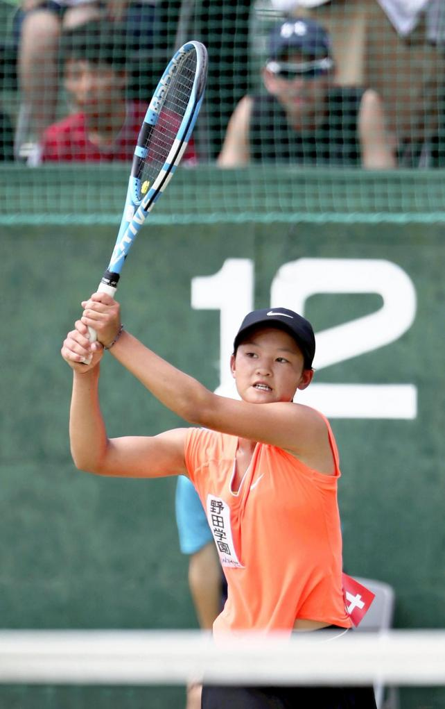 テニス女子団体で準優勝した野田学園の鈴木選手