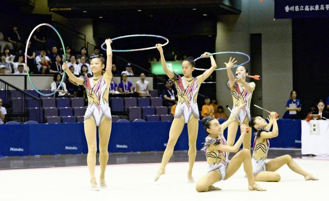 新体操女子団体 息の合った華麗な演技を見せる優勝した常葉の選手たち