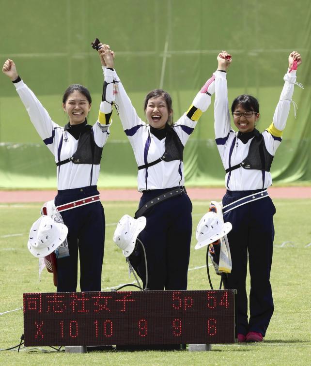 アーチェリー女子団体で3位になった同志社女の選手たち
