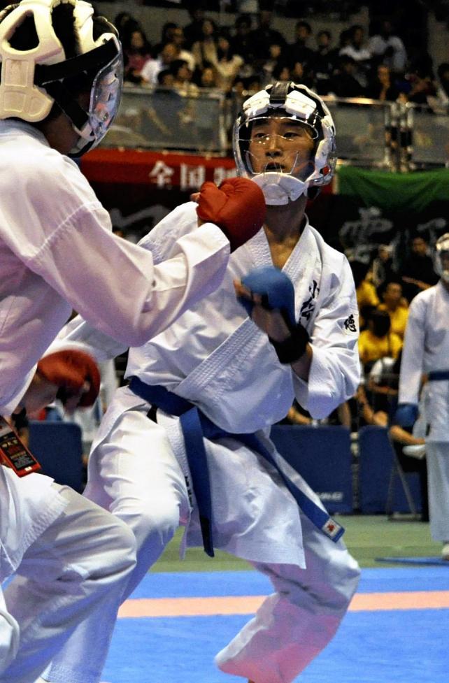 3回戦を戦う小松島西の富加見選手