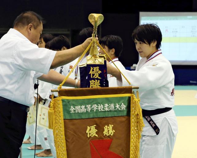 柔道女子70キロ級で、優勝した桐蔭学園の朝飛真実選手