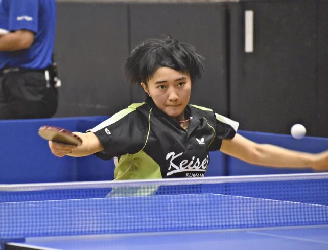粘り強く攻める慶誠の佐藤選手