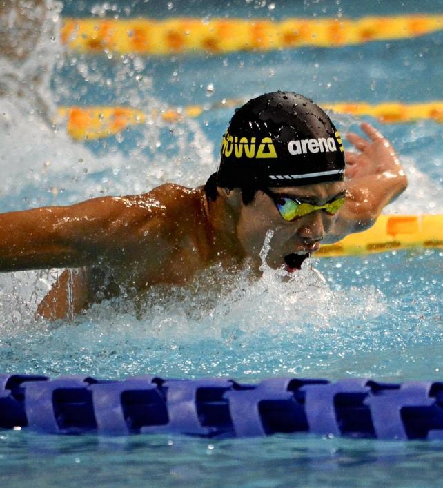 競泳男子200メートルバタフライで優勝した昭和学院の寺門選手