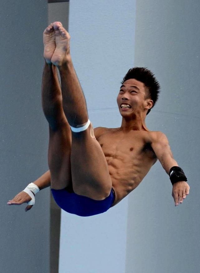 男子板飛び込みで優勝した別府翔青の山本選手