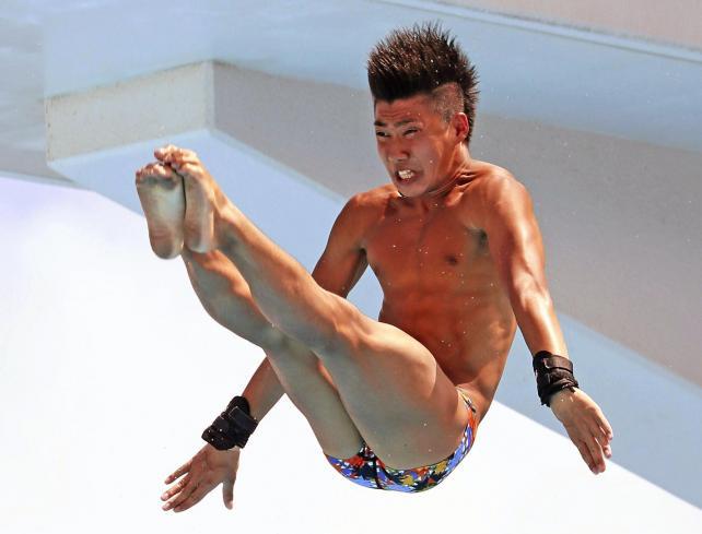 男子高飛び込みで優勝した常翔学園の井戸畑選手