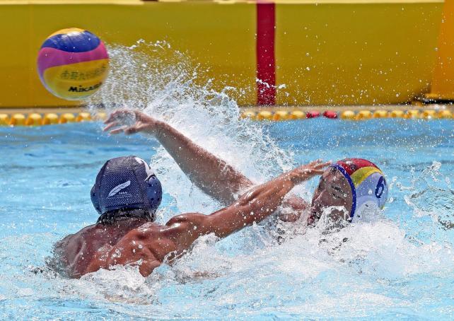 水球決勝、第3ピリオド、シュートを決めた鹿児島南の加治木純選手
