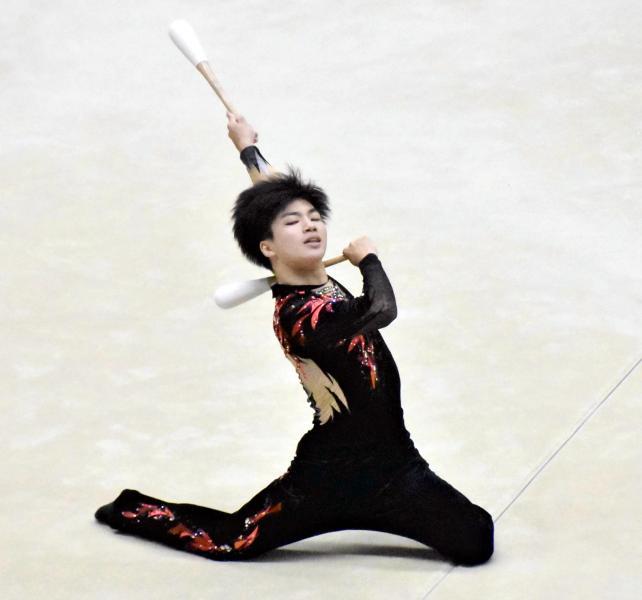 新体操男子個人総合で高得点を記録した尼崎西・森輝月選手