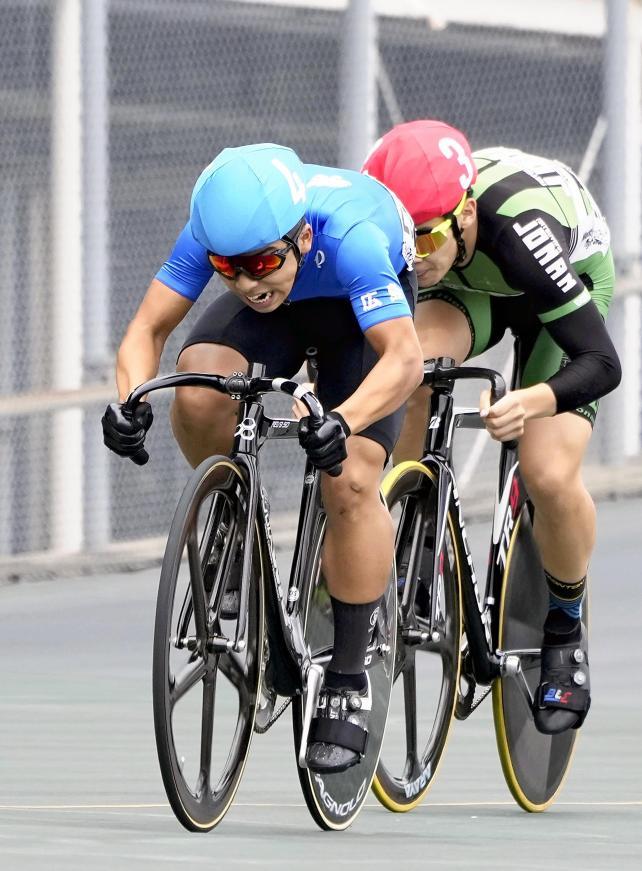 自転車男子ケイリンで優勝した崇徳・田村一暉(手前)