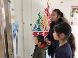台東区のゆうだいくん(6歳)は羽生選手の衣装に釘付け スケート教室に参加したお姉ちゃんと一緒に見学