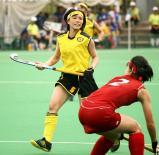 ホッケー女子準決勝、仲間からの激励を腕に記して戦った野村海月 ©読売新聞社