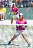 ソフトテニス女子個人、初戦で敗れた永山愛沙実(奥)と山田奈々ペア ©読売新聞社