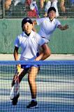 ソフトテニス女子個人、3回戦に臨む菊地澄佳(手前)と茂木佳奈子ペア ©読売新聞社