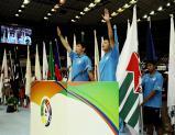 開会式で選手宣誓する谷川龍人さん(左)と三林愛理さん ©読売新聞社