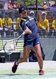 ソフトテニス女子個人、熱戦を繰り広げる三重の高場 ©読売新聞社
