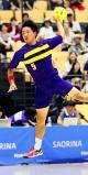 男子ハンドボール決勝 シュートを放つ、藤代紫水の榎本悠雅 ©読売新聞社